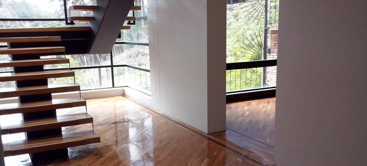 tambin la escalera con alfombra pero poder quitar esa alfombra gastada y sucia y renovar la escalera a su esplendor original puede ser el mejor regalo
